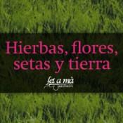 Hierbas, flores, setas y tierra